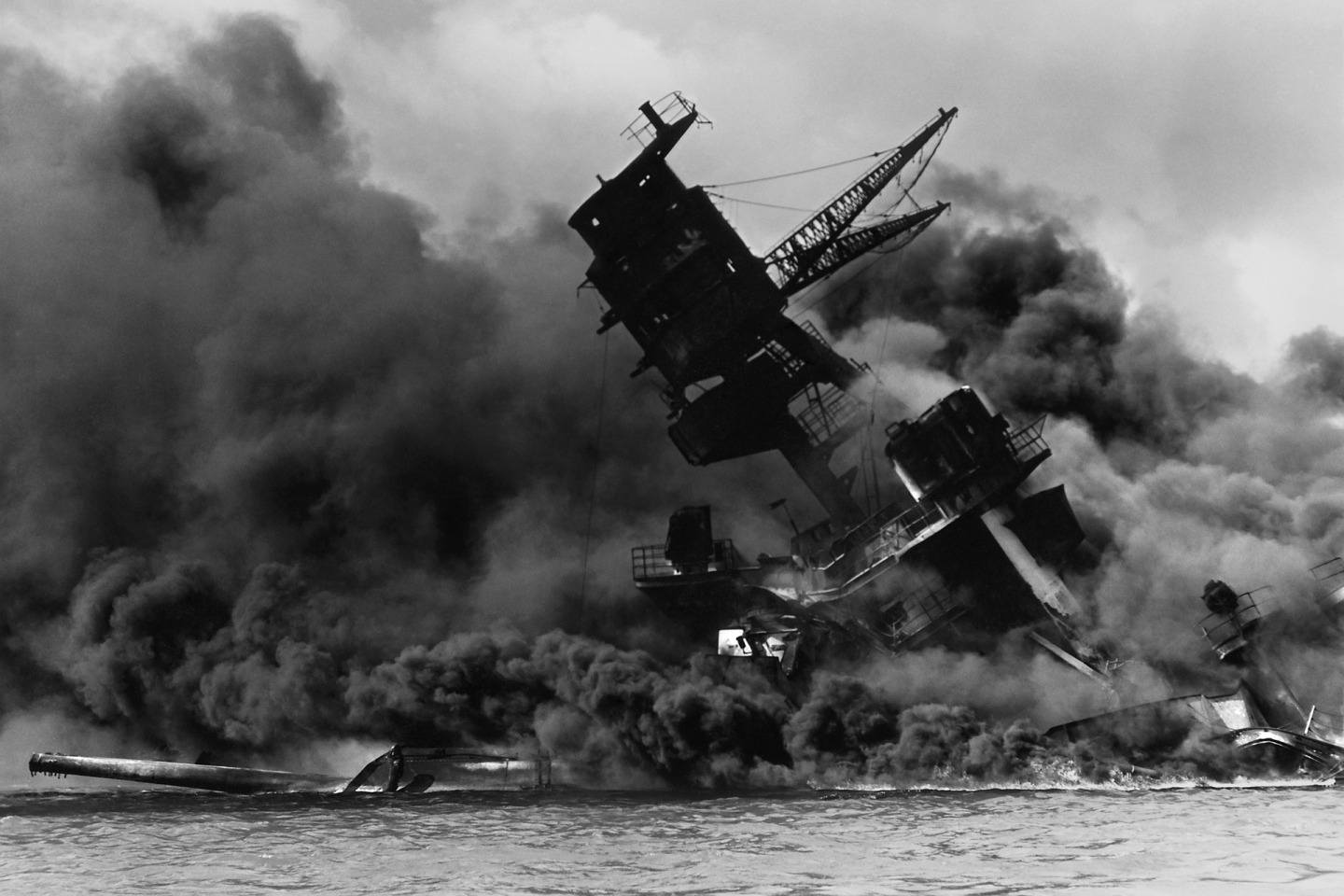 The USS Arizona (BB-39) burning after the Japanese attack on Pearl Harbor, 7 December 1941. USS Arizona sunk at en:Pearl Harbor. The ship is resting on the harbor bottom. The supporting structure of the forward tripod mast has collapsed after the forward magazine exploded.